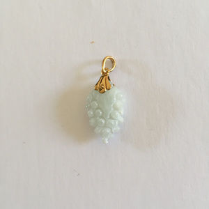 NEW Small 18Kt Yellow Gold Grape Jade Pendant
